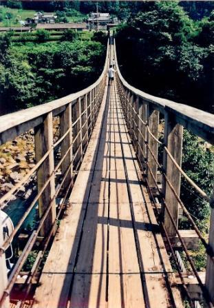 長ーい吊橋がありました