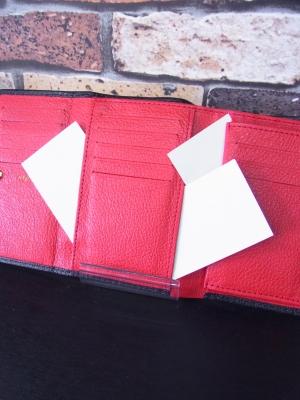 三つ折り財布 ミドルウォレット 収納力が高い