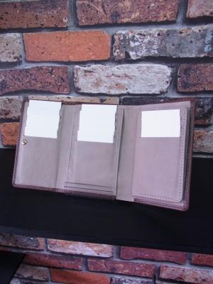 三つ折り財布 ミドルウォレット 大容量