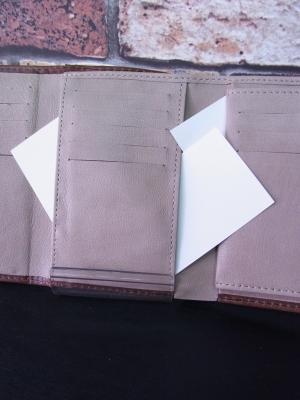 三つ折り財布 ミドルウォレット 収納力