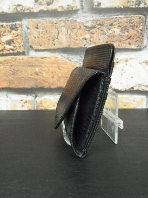 細かいウロコが美しいリザードの財布