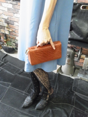 バッグみたいに持てるダブルラウンドファスナー長財布