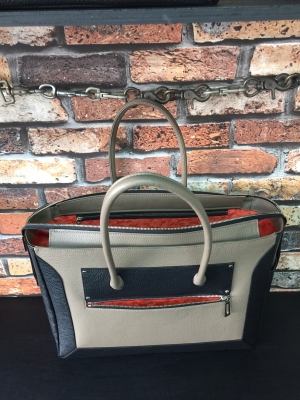カラーセミオーダーのラインナップで女性向けのビジネス風トートバッグ