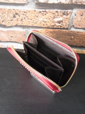 内装の色も選べるラウンドファスナー財布