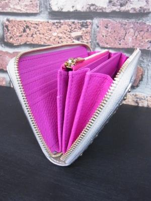 内装カラーも選べるラウンドファスナー財布