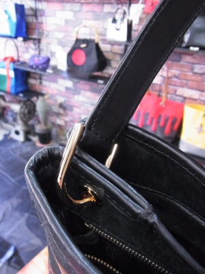 シャネルのハンドバッグの持ち手交換