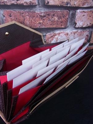 カードが見やすく出し入れしやすい長財布