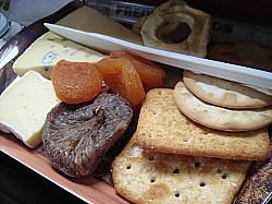 チーズ&ドライフルーツの盛り合わせ