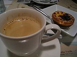 エッグタルトとコーヒー