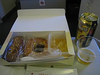 あいかわらずの機内食