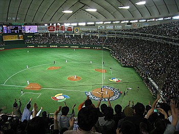 東京ドームはお祭り騒ぎ