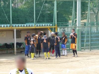 謎のサッカー軍団