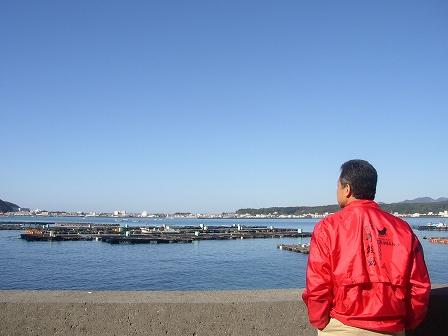 大島の海に立つしゃちょう