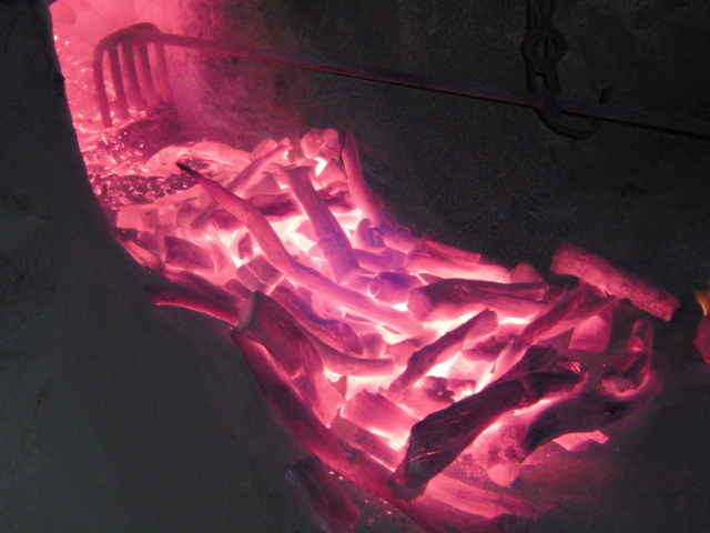 窯から出たばかりの備長炭