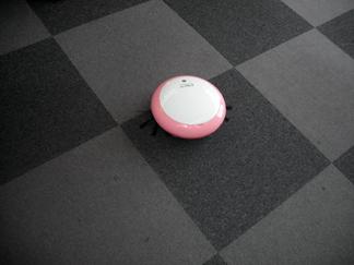 教室内のお掃除ロボ