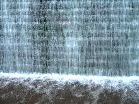 水景色白のカーテン