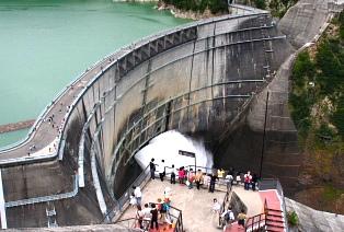 巨大スケールのダム