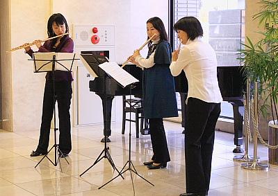 息の合った三姉妹の演奏