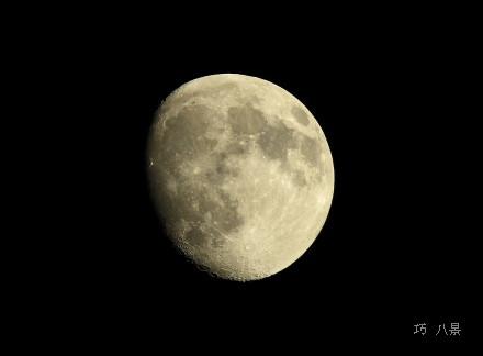 ひかえめの十三夜の月