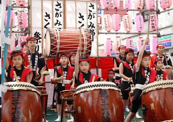 開幕一番慶喜太鼓は響く