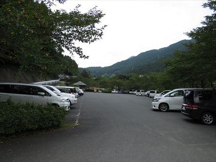 竜岩自然の家駐車場