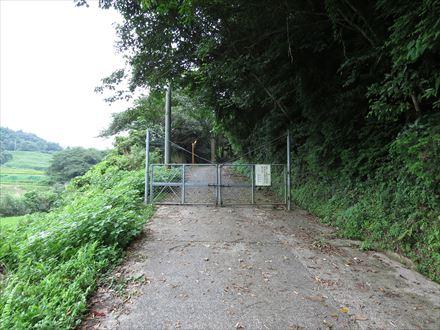 大根地山登山口のゲート