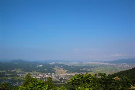 山頂からの糸島市方面の景色