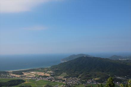 山頂からの玄界灘側の景色