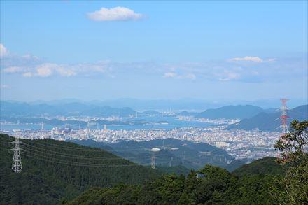 山頂からの関門橋方面の景色