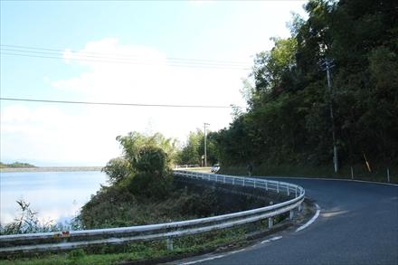 天拝湖横の車道