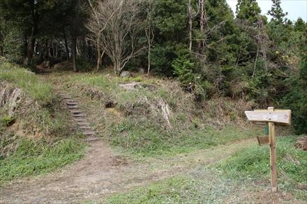 山頂への入口