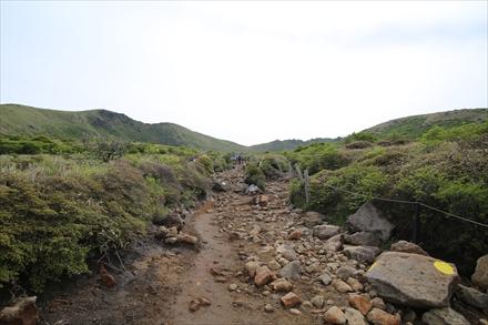 足場が悪い登山道