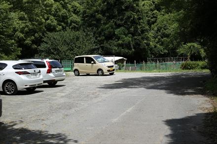 登山口下の駐車場