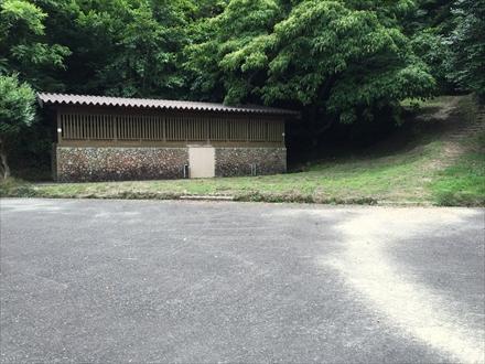 野外音楽堂前の公衆トイレ