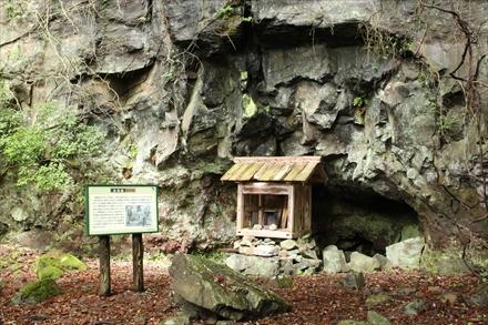 求菩提山の窟