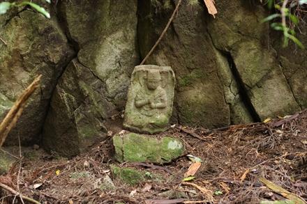愛嶽山の石仏