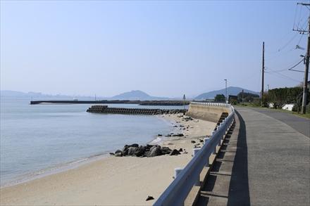 能古島海沿いの道