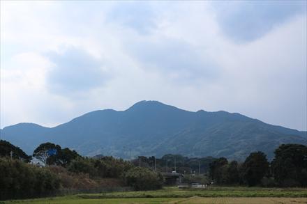 麓から見る十坊山