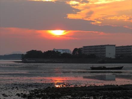 和白干潟の夕日