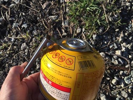 プリムスの缶に穴を開ける
