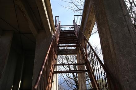南岳展望台の腐った階段
