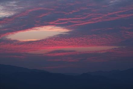 三日月山の朝焼け