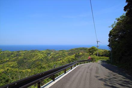 宗像大島の裏側へ抜ける道
