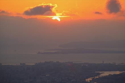 博多湾に沈む夕日