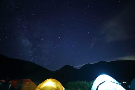 坊がつるのテントと星