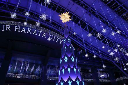 JR HAKATA CITYのメインステージのクリスマスツリー