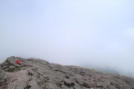 途中に霧が包む