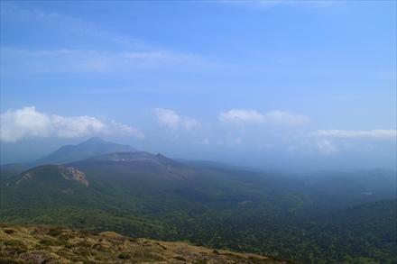 韓国岳から新燃岳方面の景色