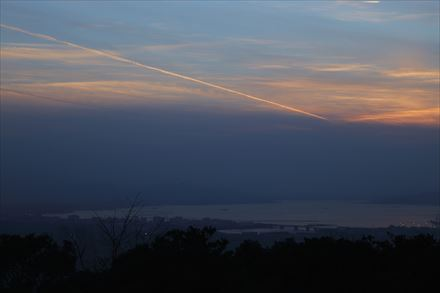 福岡市上空の飛行機雲