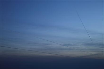 たくさんの飛行機雲